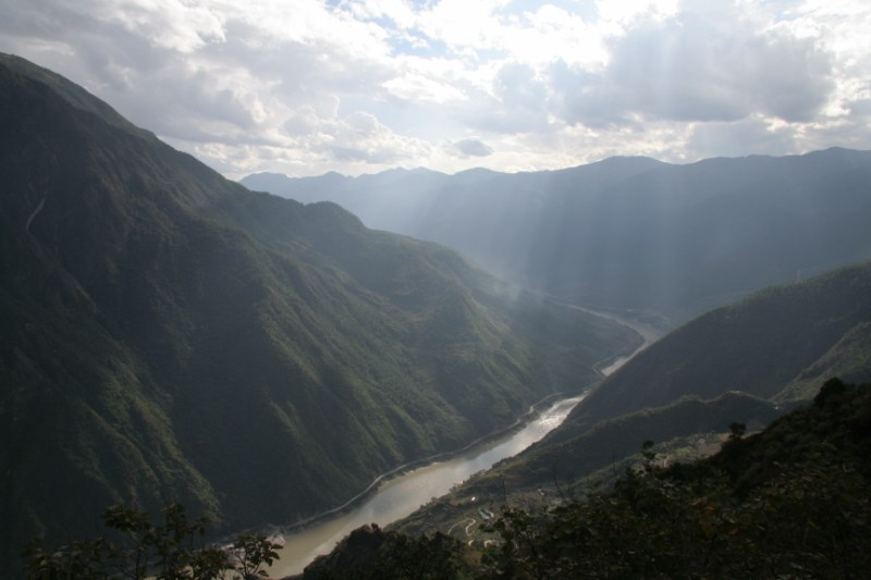 Sunrays kissing Tiger Leaping Gorge