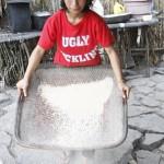 Karina separating rice