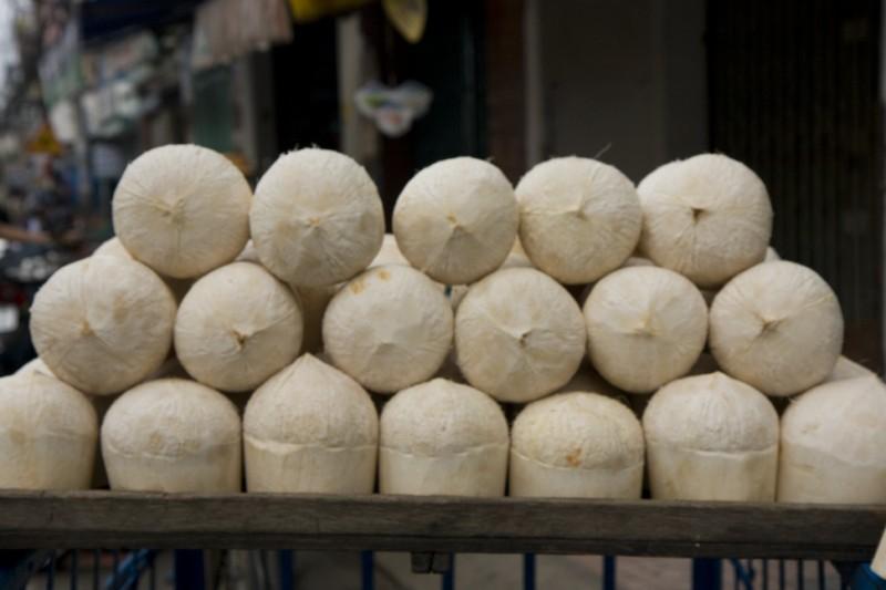 coconuts in Vietnam market