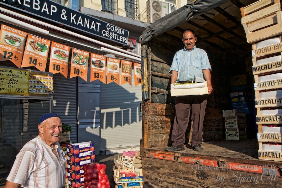2 men unload a fruit truck