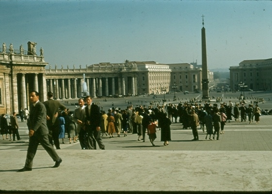 1956 Italians entering the Vatican