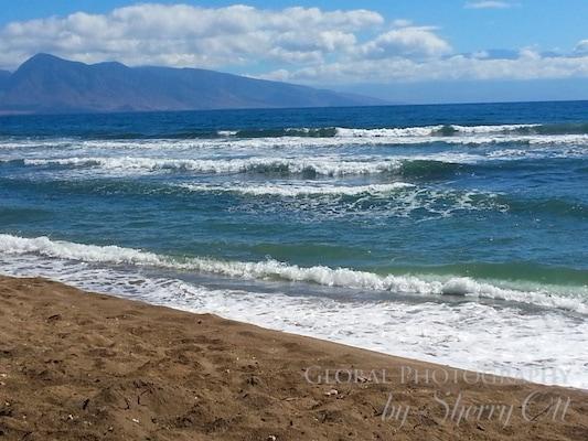 Lopa beach waves