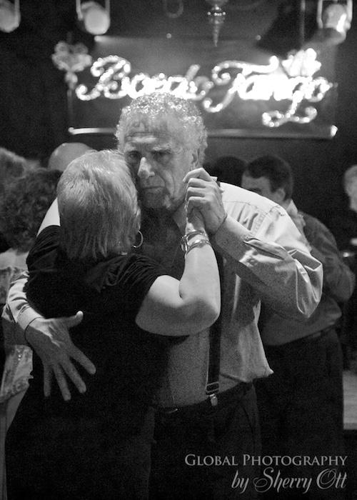 A couple dances in Sueno Porteno