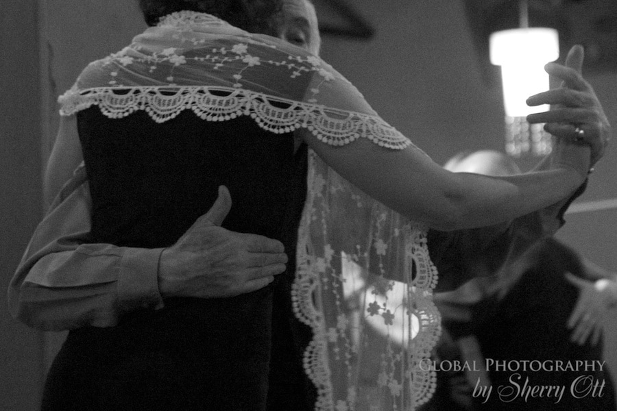 Tango hold