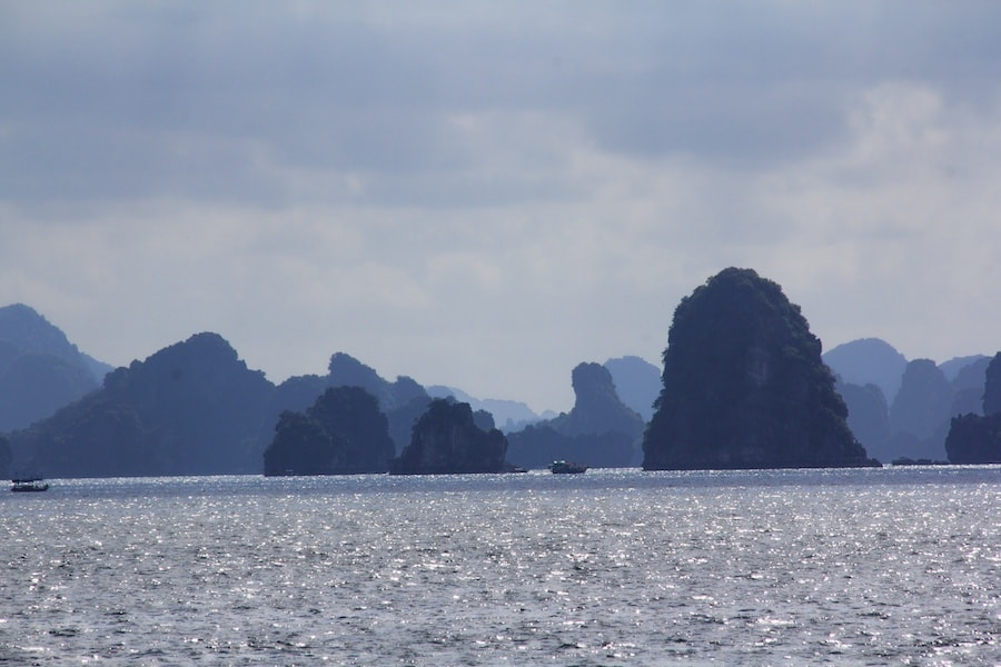 halong bay limestone formations