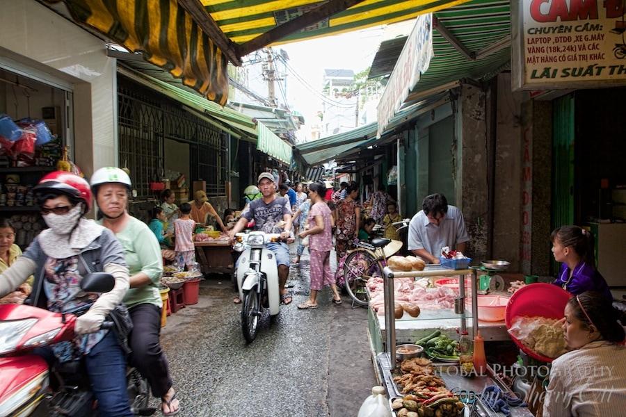 narrow street vietnam