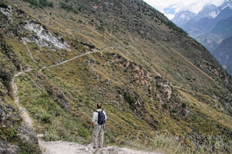 Hiking tiger leaping gorge
