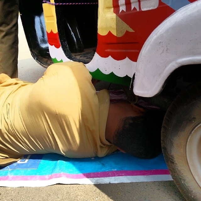 Mechanic fixing our Rickshaw in India