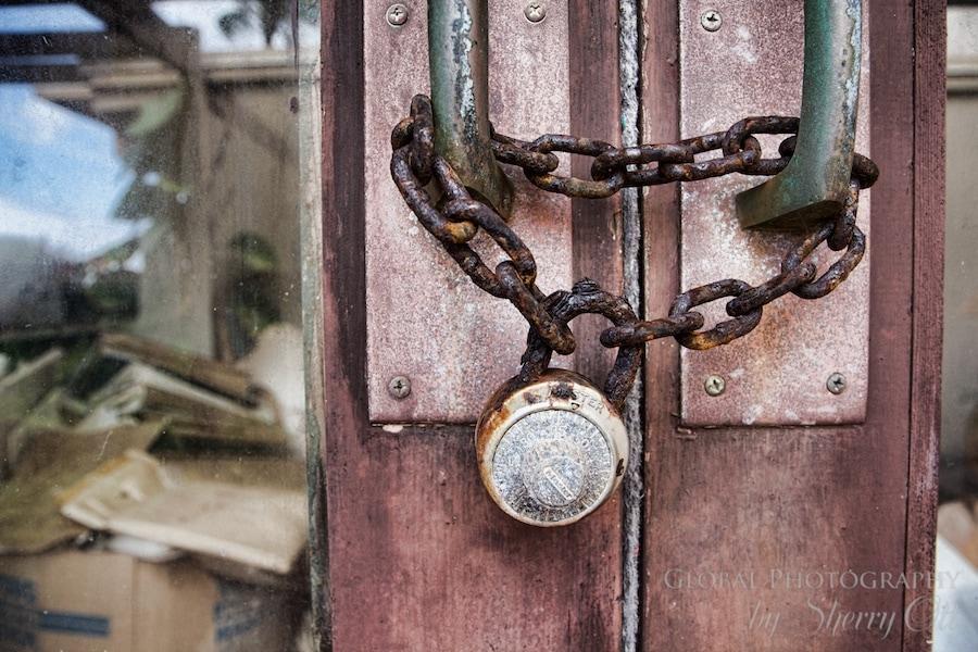 rusty lock molokai hawaii