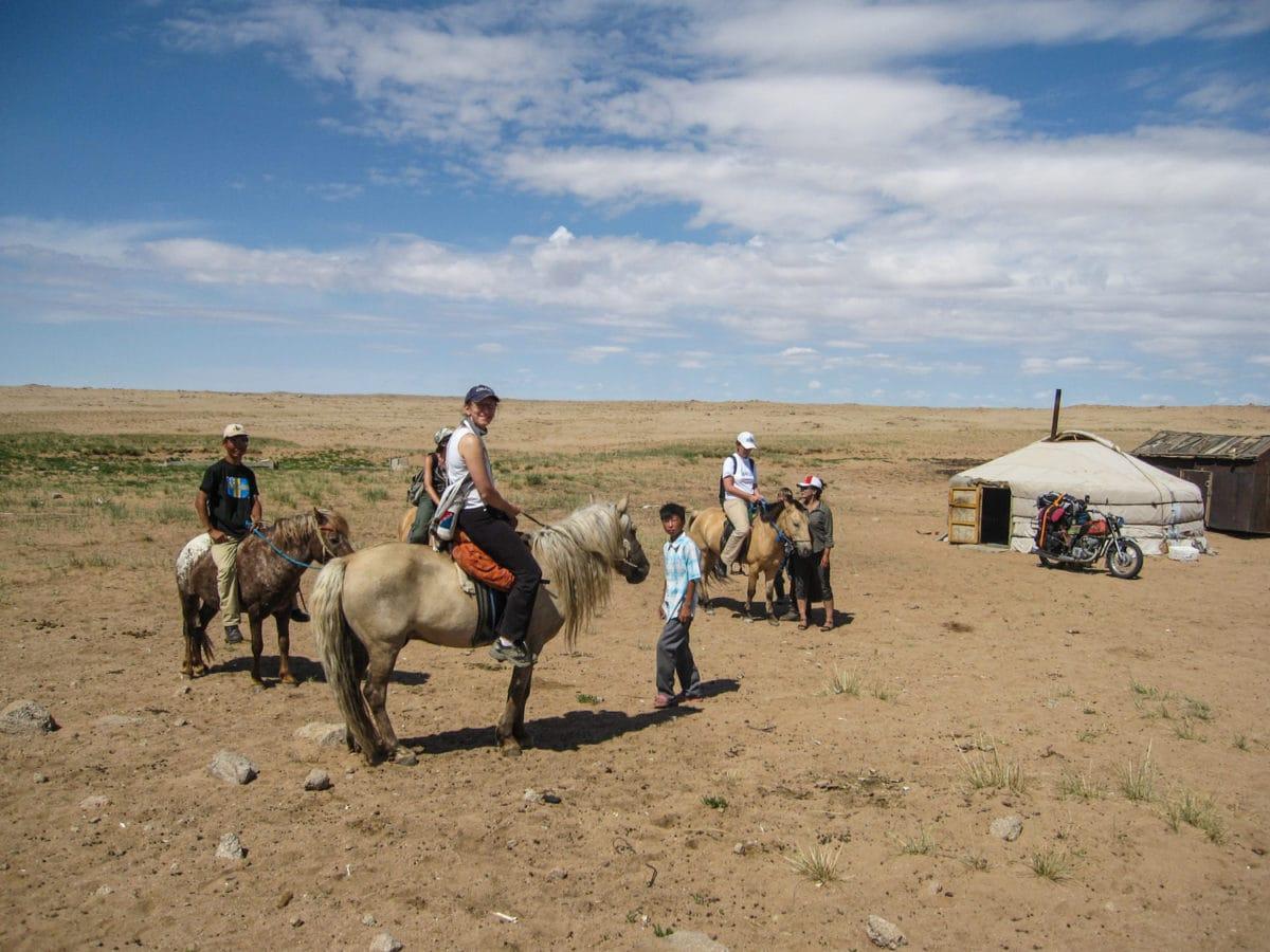 horse riding gobi mongolia
