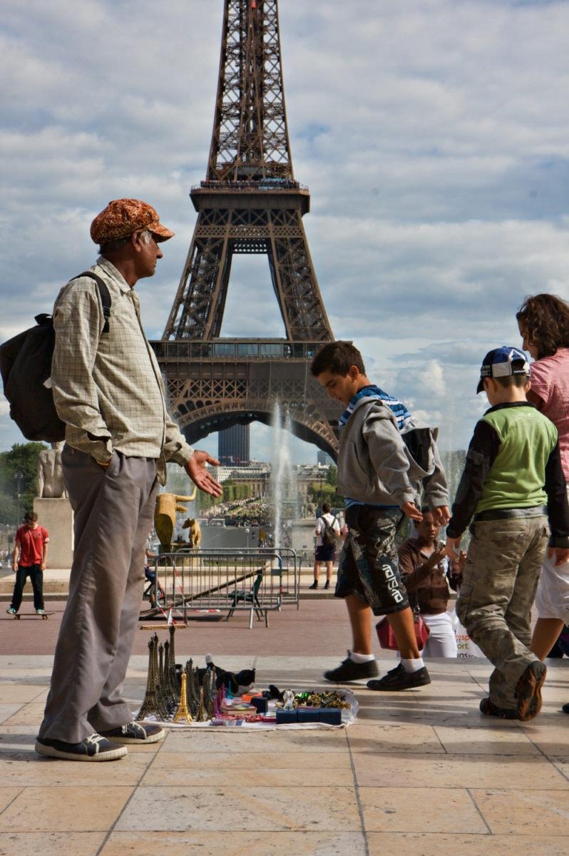 street vendor paris